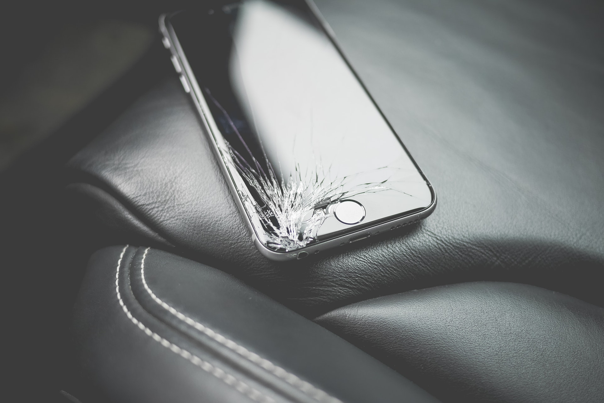 iPhone故障時の対処法と修理業者|水没・画面割れなど