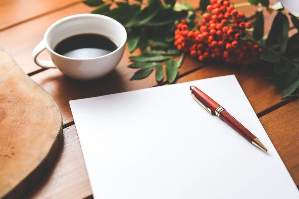 コーヒーと紙とペン