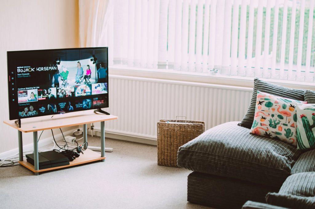 iPhone・iPadの画面をテレビに映す方法|有線・無線・無料アプリで出力する