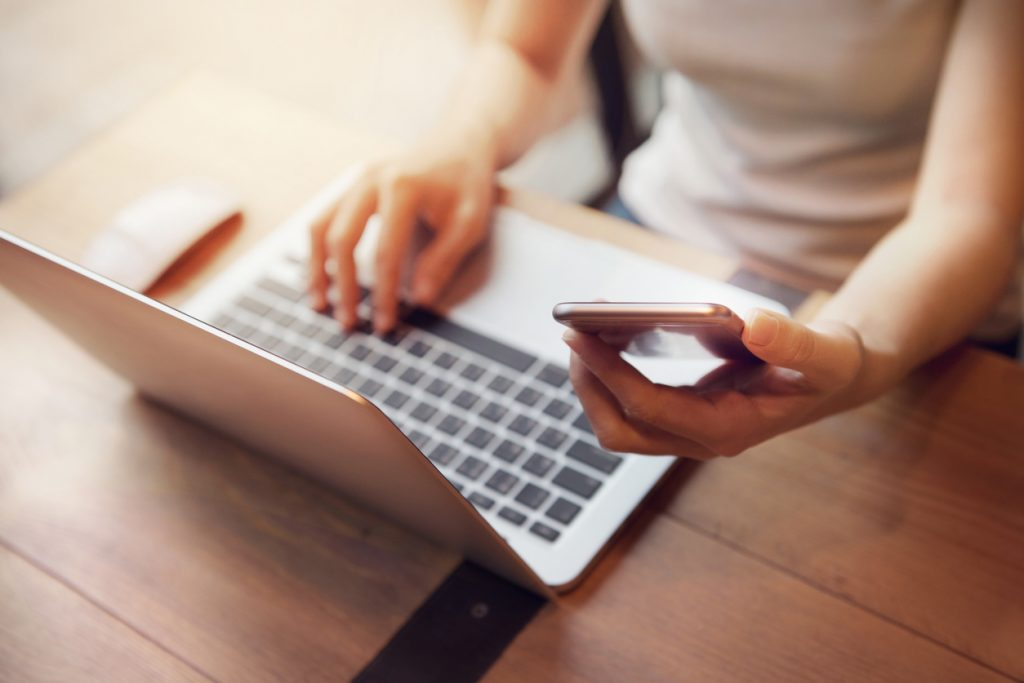 光回線インターネットサービスの解約違約金|負担額を減らす方法