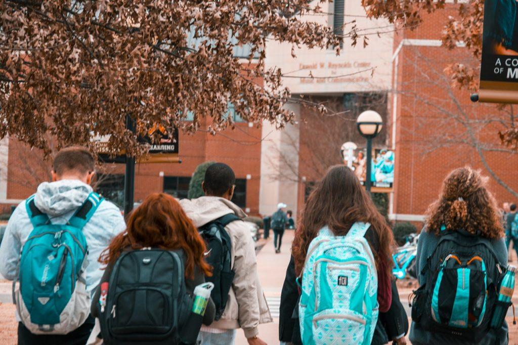 大学生のスマホ事情|おすすめ学割プランと格安SIMの選び方