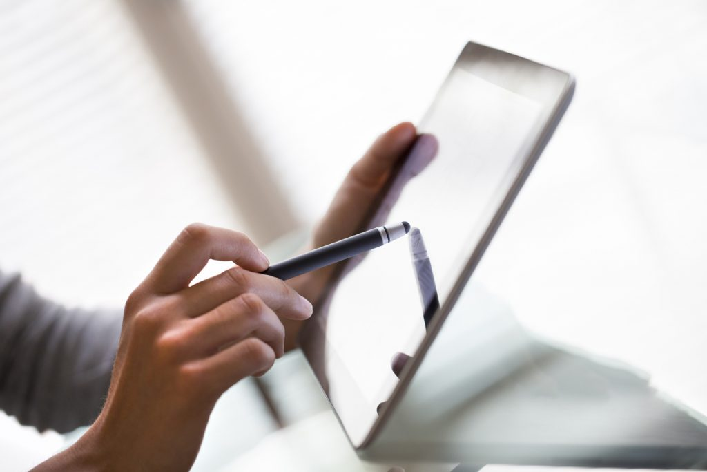 ドコモのタブレット解約方法 解約費用の節約や解約後のタブレット活用法も解説