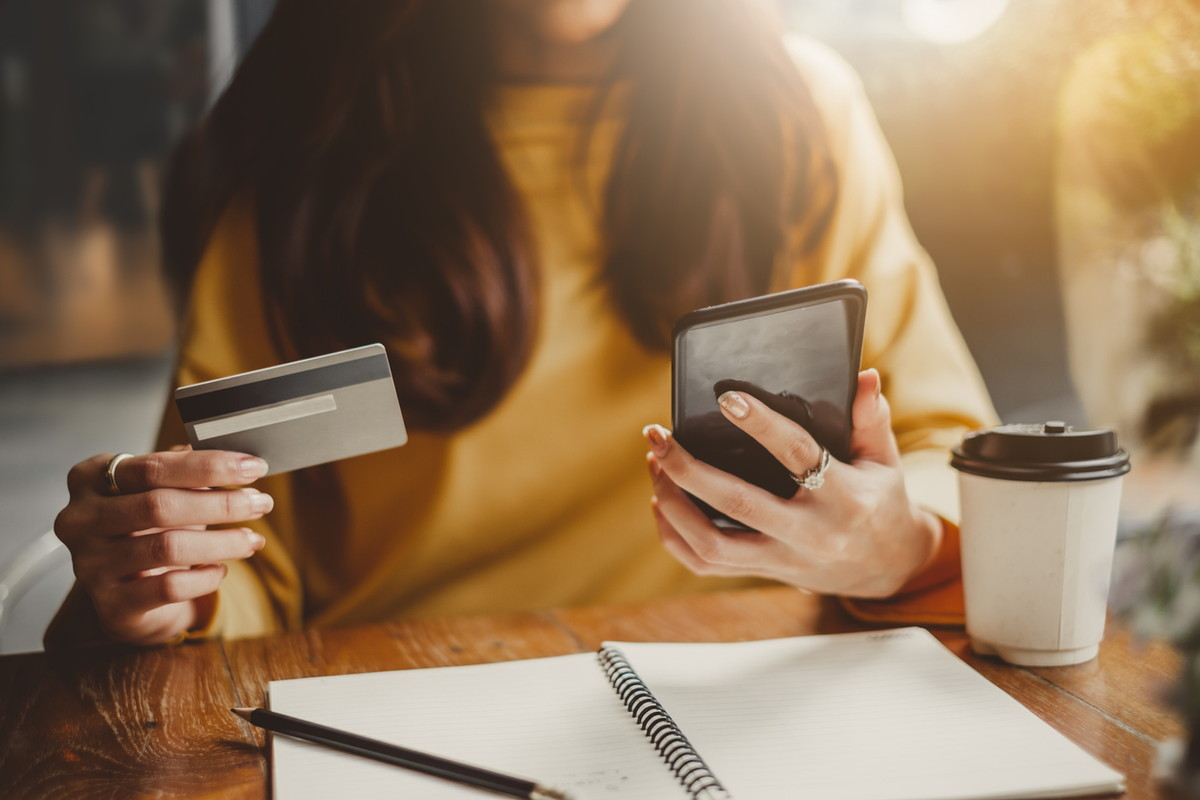 [2021年]auのスマホ料金を安くする方法!携帯料金を見直すコツ・スマホ代節約術