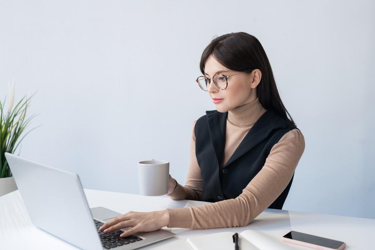 オンラインイベントに便利なZoomウェビナー詳細|使用方法や料金プランを解説