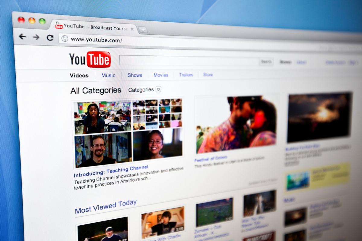 YouTubeのサムネイル設定方法|推奨サムネイルサイズ・おすすめ画像編集ソフト紹介