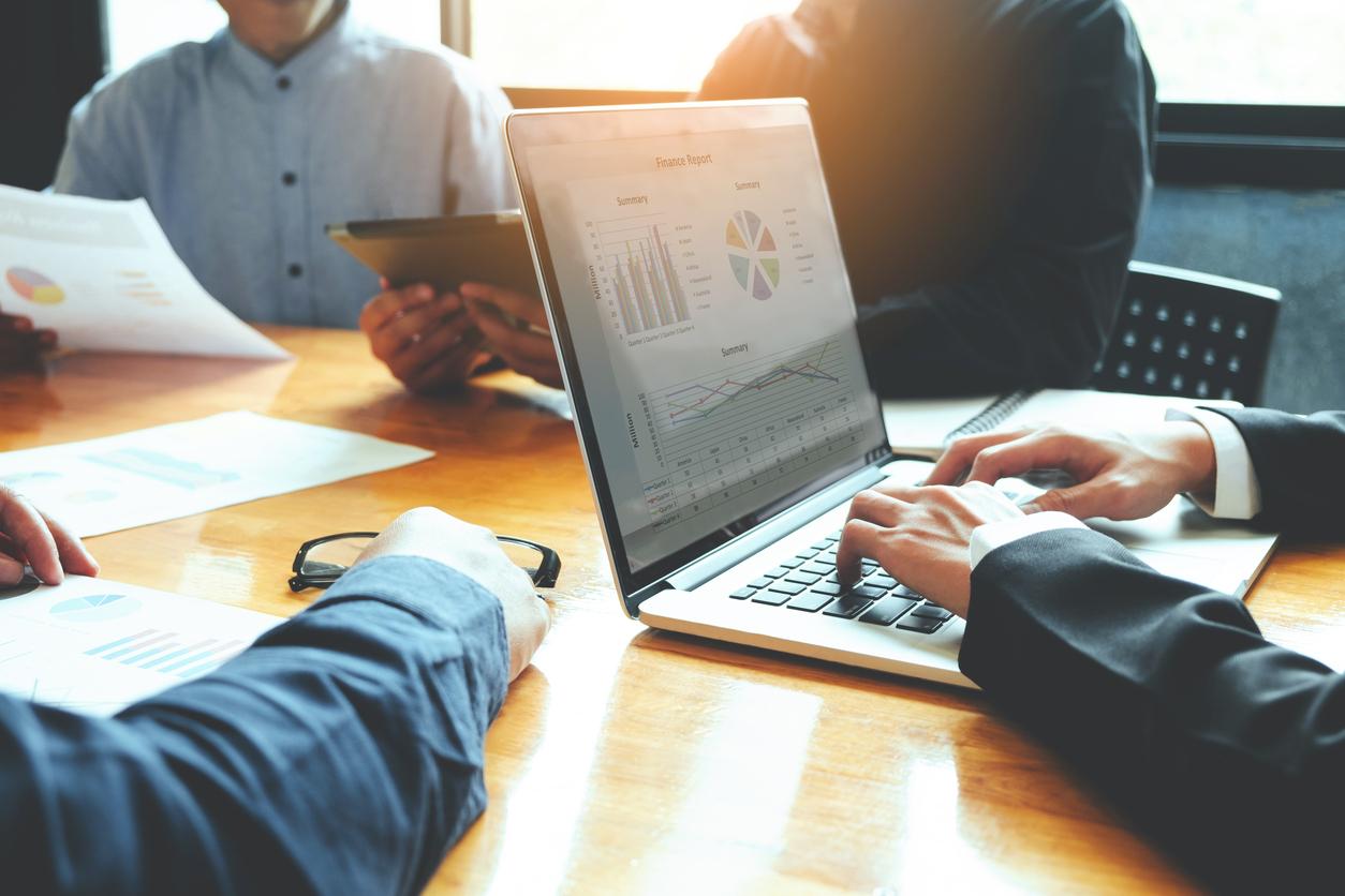 ビジネスパーソンにおすすめの名刺管理アプリ10選│メリット・選び方のポイント