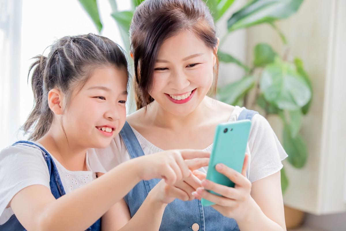 子持ち世代必見!子どもにスマホを渡す時の注意点とおすすめ選び方とは?