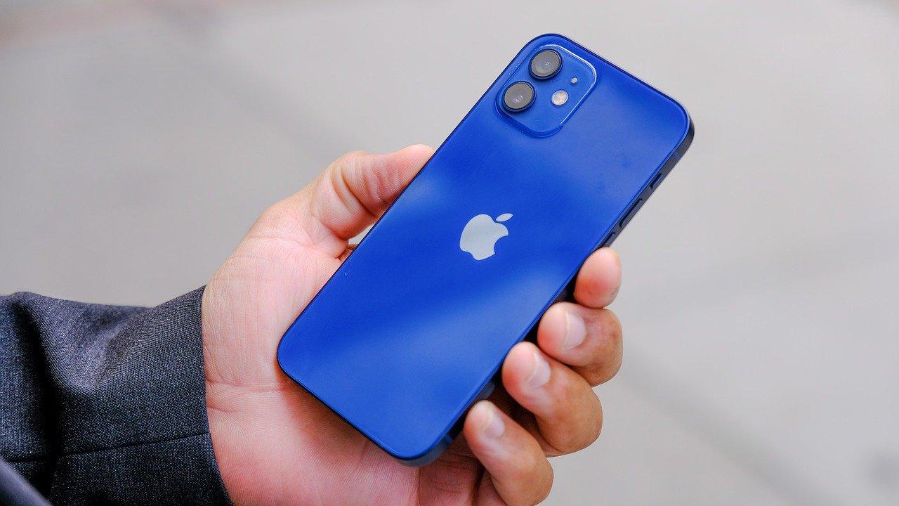 OCNモバイルでiPhoneを利用するには|使えるモデルや設定方法を解説