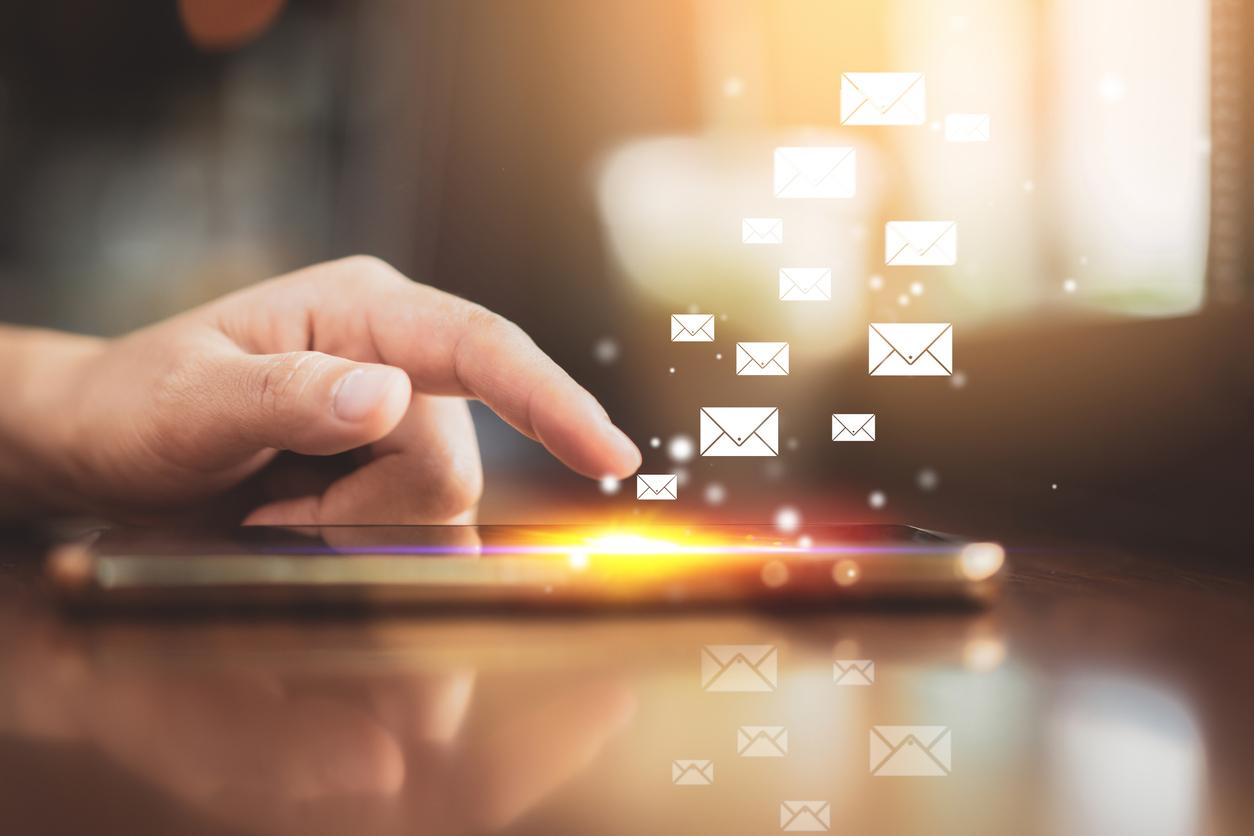 ahamoでキャリアメールを使う方法はある?代替方法やデータ移行方法を解説